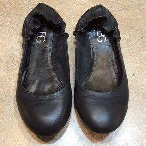BCBG PARIS BLACK LEATHER BALLET FLATS